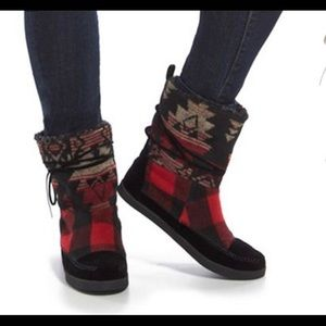 Buffalo Plaid Aztec Boots Like New Size 8.5